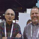 Victor M. Almeida (izq.), ingeniero textil de ventas, apoyo al cliente; y PJ McCord, director de ventas (para las Américas), de la firma Buhler Quality Yarns Corp., de Jefferson, Ga.