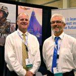 Tom Johnston (izquierda), gerente de ventas; y Filips Lombaert, gerente de mercados, de la empresa Picanol.