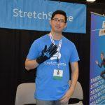 Walter Choi, representante  de desarrollo de ventas,  de la firma StretchSense™.