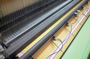 Los sistemas Variatex de tejeduría de tejidos angostos, diseñados por Jakob Müller, son una selección natural para una amplia gama de aplicaciones, con bajo mantenimiento y mínimos accesorios electrónicos.Con la serie de máquinas de tejeduría Alpha 500, de Schönherr, las fábricas pueden producir una amplia gama de productos, incluyendo tapetes y alfombras de pared a pared.