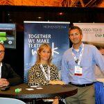 (lzquierda a derecha): Dr. Jan Beringer, jefe de desarrollo, funcionamiento y  mantenimiento, Hohenstein Institute;  Malinda Salter, ejecutivo de cuenta,  y Ben Mead, director general E.U.,  Hohenstein Institute of America Inc.