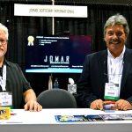 Ed Keller (izquierda), gerente senior de proyectos; y Mark J. Blasman, vicepresidente de mercadotecnia y desarrollo de software, Jomar Softcorp International Inc.