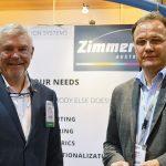 Roland JP Zimmer (izquierda),  vicepresidente de ventas, Norteamérica, Zimmer Austria Inc.; y Horst Ros, director general, Zimmer Maschinenbau GmbH.