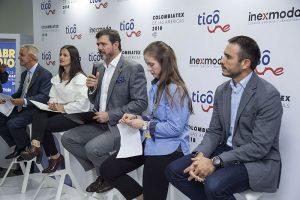 Durante la conferencia de prensa, Carlos Eduardo Botero Hoyos, presidente  ejecutivo de Inexmoda (centro), respondió preguntas junto con un grupo de expertos de la industria.