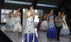 Los diseños de María Rosario Mendoza combinan la moda moderna con un estilo nativo para obtener resultados premiados.
