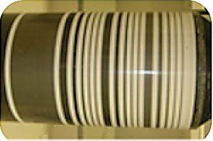De izquierda a derecha: los recubrimientos conductores son delgados y flexibles, incluso sobre espuma, conservando las propiedades subyacentes; las dispersiones se pueden aplicar mediante la aplicación de procesamiento de aerosol rollo a rollo de bajo costo.
