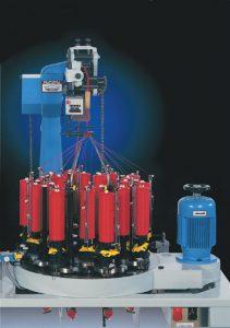 Las máquinas de trenzar, Ecartamiento 104 de Ratera, proporciona una máquina trenzadora con una mayor capacidad de bobina a un precio más bajo, con un rango de 8 a 64 husos.