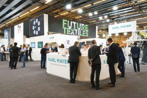 Karl Mayer ofrece soluciones para tejer y tejido con urdimbre, textiles técnicos y soluciones digitales de la marca KM.ON.
