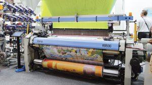 Staubli demostró sus máquinas de tejer jacquard produciendo telas jacquard  intrincadamente tejidas con un diseño de temática barcelonesa.